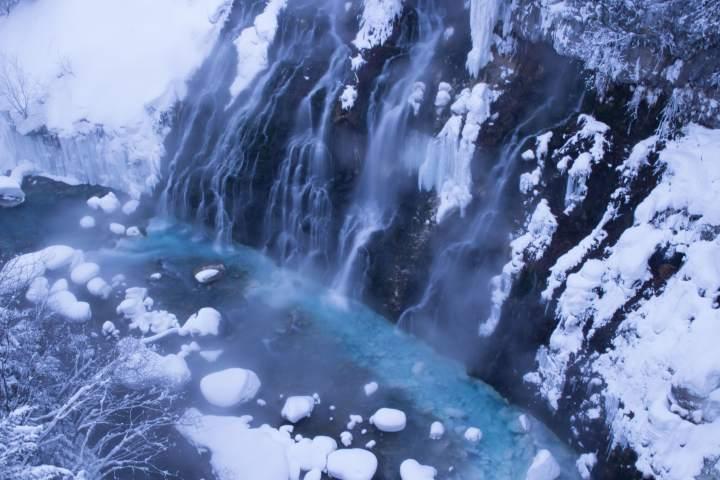 冬の北海道美瑛町白ひげの滝